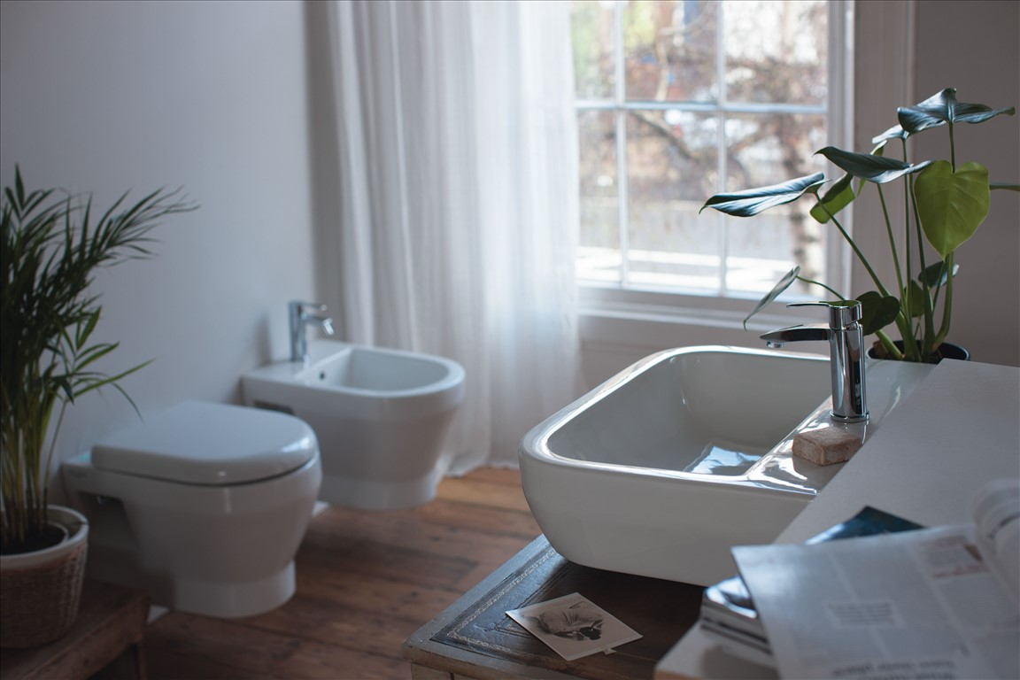 Britton Curve Wall mounted Toilet, Bidet & Wash Basin - H&V ...